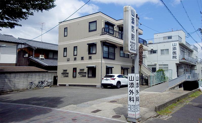 山添医院の駐車場